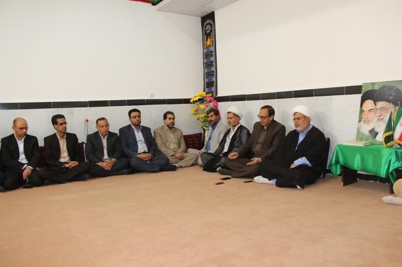 برگزاري نماز جمعه به اذن ولي فقيه، يكي از دستاورد هاي انقلاب اسلامي است