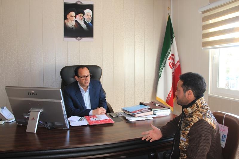 فرماندار با تعداد زيادي از مردم شهرستان قائنات در محل دفتر كارش ملاقات نمود