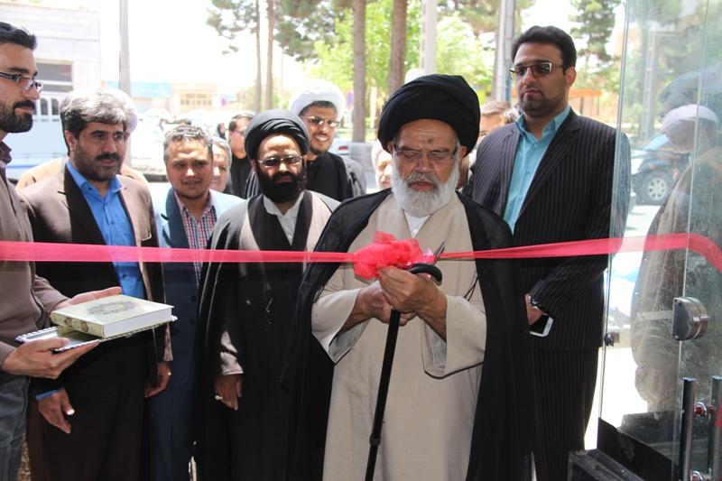 نمايشگاه بزرگ كتاب علوم قرآني در شهر قاين افتتاح گرديد.